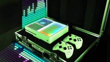 Xbox Creates Custom Console for DJ Duo The Chainsmokers