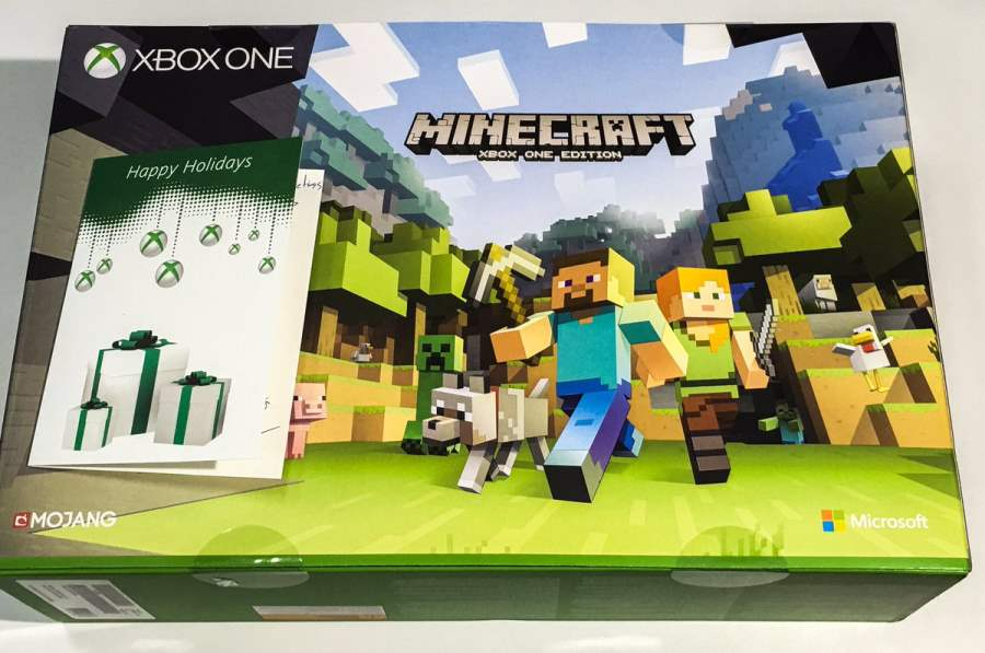 Microsoft has presented an Xbox One S with Minecraft to Hideo Kojima